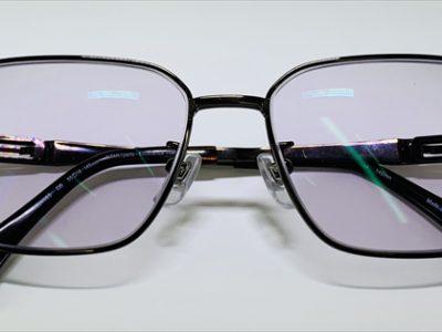 眼の健康を守る、高機能カラーレンズが人気です。
